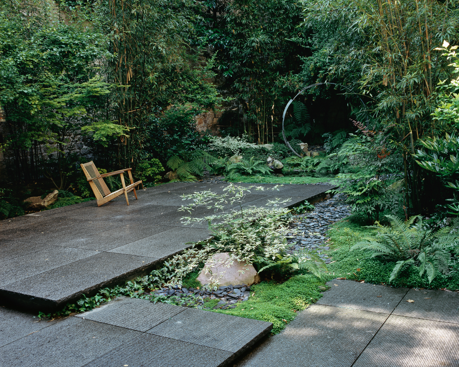 Avant garde and timeless jardin camille muller paysagiste for Site de paysagiste
